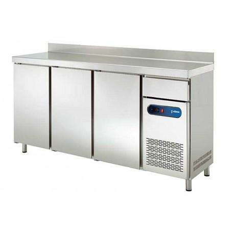 Mesa refrigerada frente mostrador